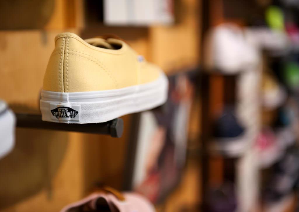 RoomOne_VANSShoes_ShoeDetail_02